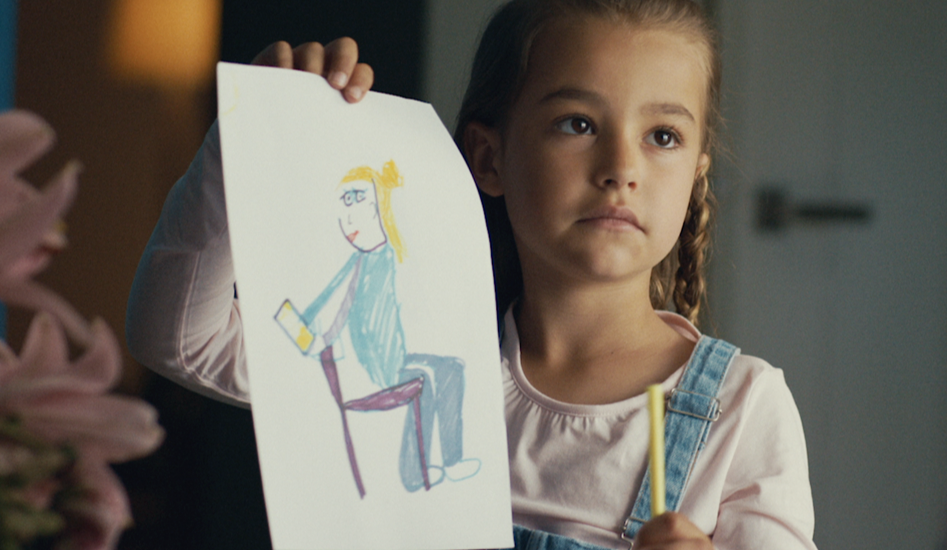 Kind vraagt om aandacht - smartphone verslaving ouders
